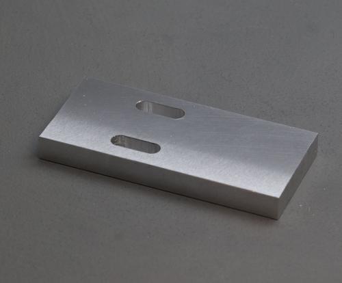 plaque Alu 8mm 34x75mm avec deux trous oblongs V2