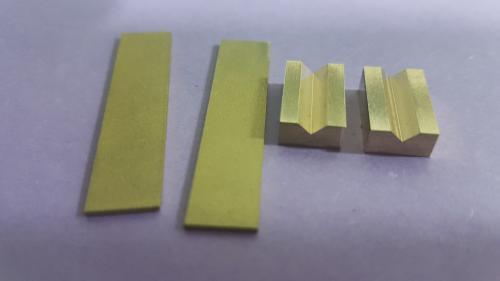 2 appuis en laiton + 2 plaques