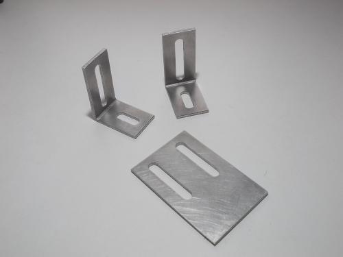 Équerre et plaque de fixation trouée en Aluminium