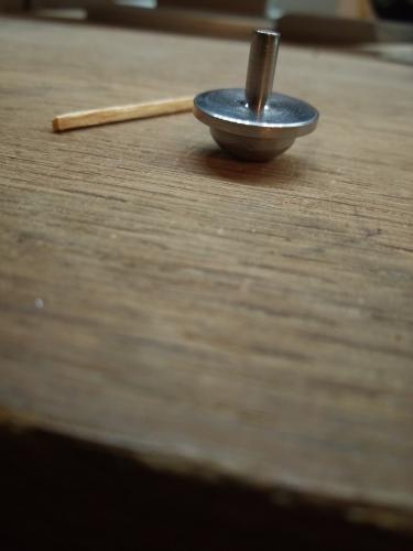 1 arrětoir à tête arrondie d'un vieux tourne-disque