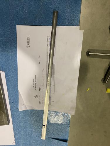 barre acier fente + 2 trous