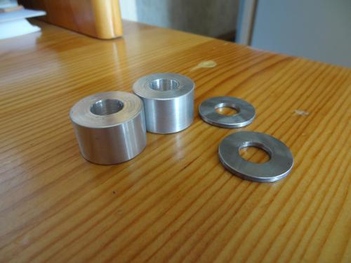 4 cylindres creux en metal