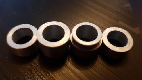 2 rondelles et 2 entretoises en aluminium